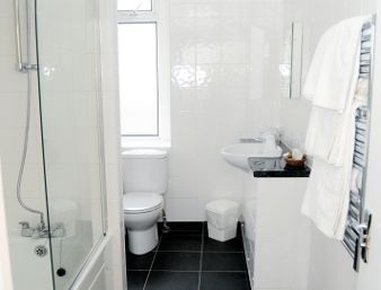Days Hotel Bournemouth - Bathroom