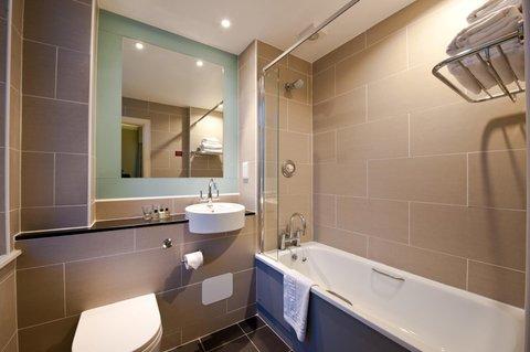 Edinburgh City Hotel - Guest Bathroom