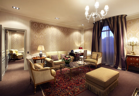Hotel Palace - One or Two Bedroom Suite