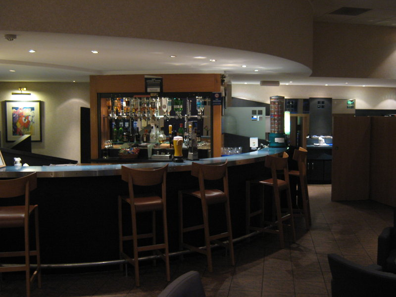 Holiday Inn Express Strathclyde M74, JCT.5 酒吧/休息厅