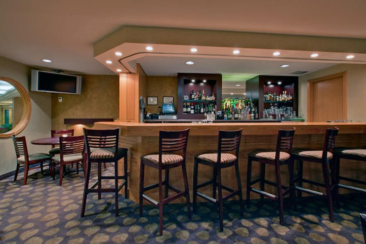 Holiday Inn  Halifax Harbourview Bar/lounge