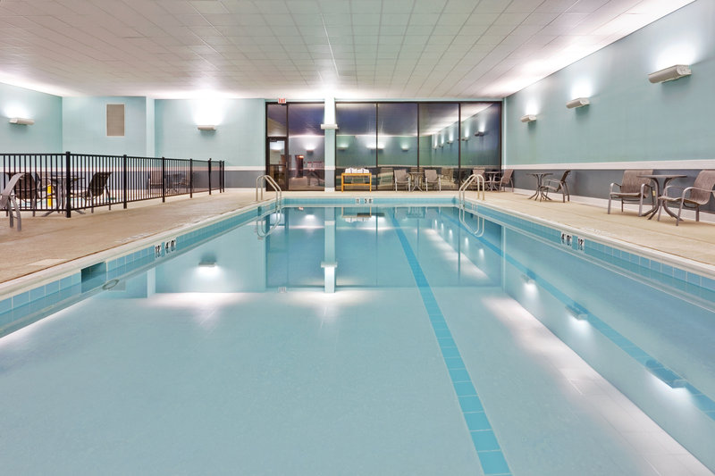 Holiday Inn Express Hotel & Suites Chicago o`Hare Widok basenu