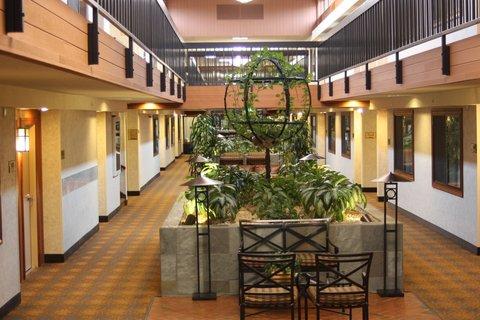 BEST WESTERN Vista Inn at the Airport - Atrium