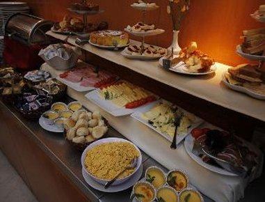 Howard Johnson Plaza Florida Hotel - Breakfast Setup