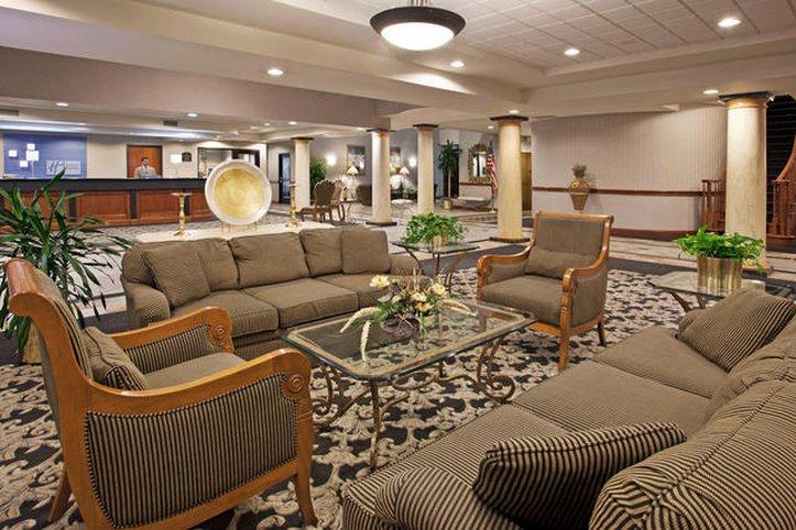 Holiday Inn Express & Suites BELLEVILLE (AIRPORT AREA) - Belleville, MI