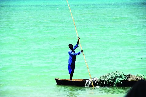 Sea Cliff Hotel - Fisherman on Dhow Boat