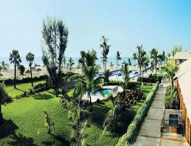 Viva Wyndham Fortuna Beach Hotel - Courtyard