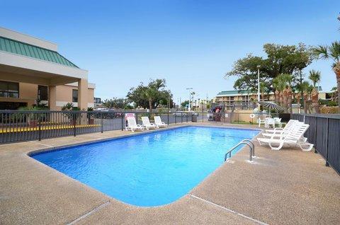 Best Western Oak Manor Hotel - Swimming Pool
