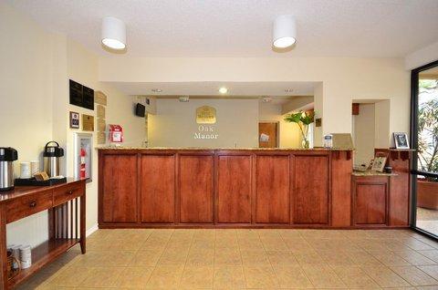 Best Western Oak Manor Hotel - Front Desk