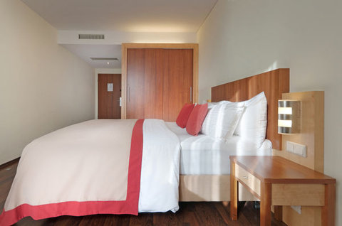Tryp Hotel Frankfurt - Normal ATRYPFrankfurt Premium Room Wood Floor