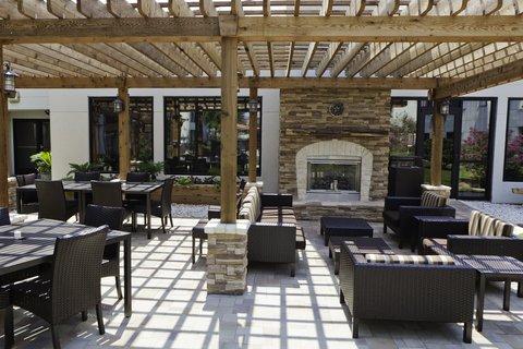 Courtyard Dallas DFW Airport North/Irving - Outdoor Patio Area