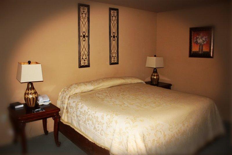 Wagon Wheel Hotel - Petal, MS