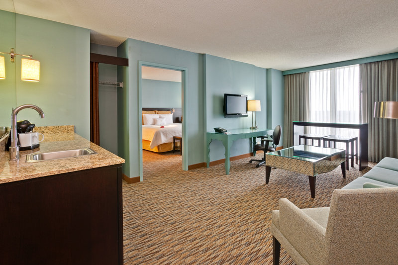 Crowne Plaza Hotel Chicago O'Hare Suite