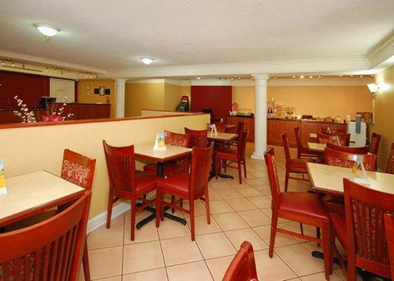 Quality Inn & Suites Charlotte Airport - Charlotte, NC