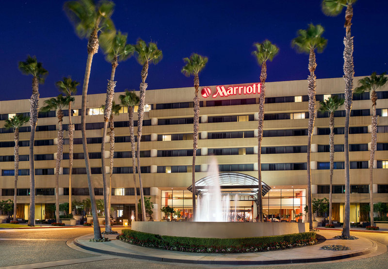 Hotel Manhattan Beach Marriott Vista exterior
