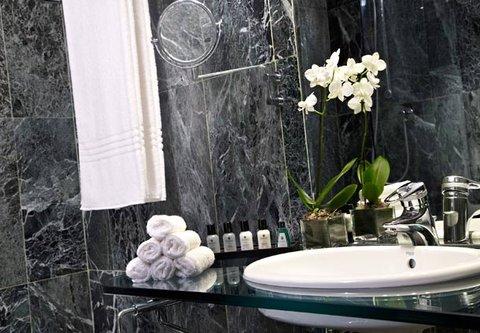 Renaissance Barcelona Hotel - Guest Bathroom