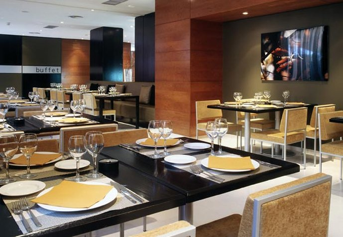 AC Hotel Los Vascos by Marriott Restauration