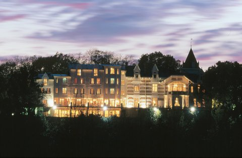Chateau De Yeuse Cognac - Hotel at Night