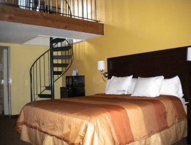Days Inn And Suites Downtown Gatlinburg Parkway - One Queen Bed with Loft
