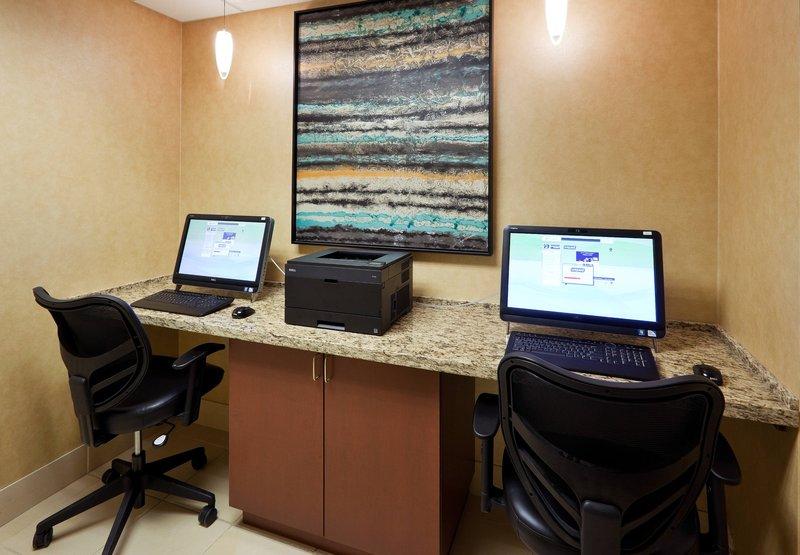 Hilton chicago oak brook suites in oakbrook terrace il for 200 royce blvd oakbrook terrace il 60181