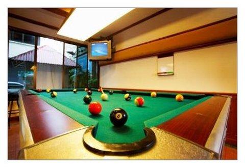 Patong Beach Lodge Hotel - Pool Table