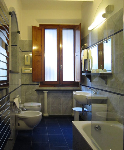 Hotel City - Bathroom