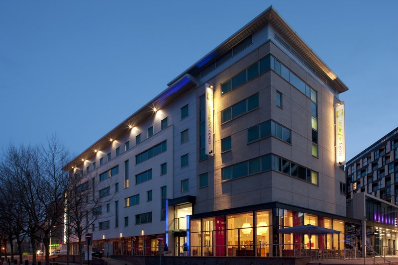Holiday Inn Express Leeds-Armouries Вид снаружи