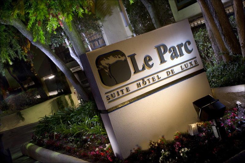 Le Parc Suites Hotel Außenansicht