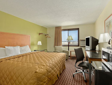 Days Inn Fort Dodge - Standard Queen Bed Room