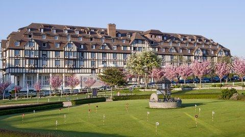 Hotel du Golf - exterior view