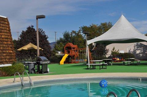 Rodeway Inn Boise - Pool Area