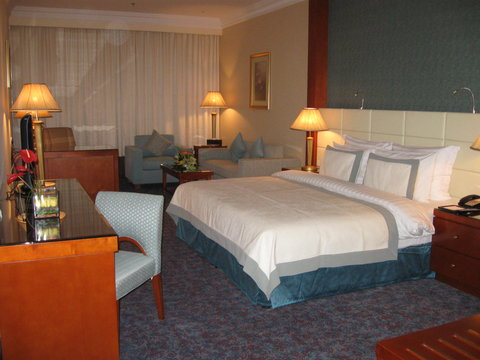 Grand Excelsior Hotel Dubai - Superior King Size Bedroom