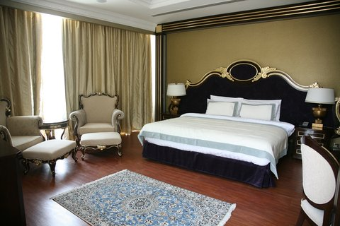 Grand Excelsior Hotel Dubai - Suite Bedroom