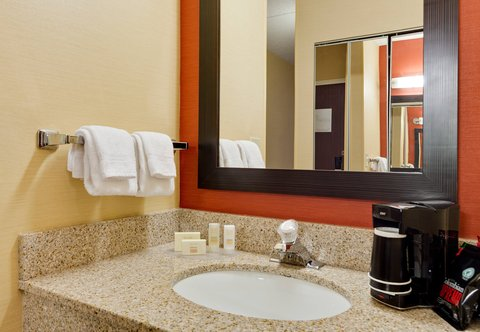 Courtyard Chicago Midway Airport - Guest Bathroom