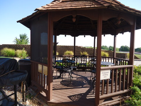 Candlewood Suites EMPORIA - Outdoor Gazebo Grill