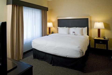 DoubleTree by Hilton Baton Rouge - King Suite