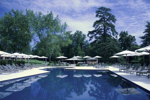 日内瓦香格里拉酒店及温泉 - Pool View