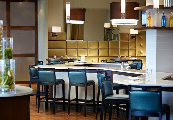 Courtyard by Marriott Montreal Airport Bar/Lounge