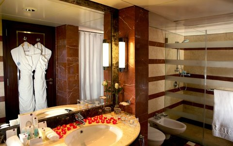 روشة أرجان من روتانا  - Deluxe Suite Bathroom