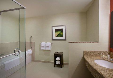 Courtyard By Marriott Calgary Airport Hotel - Spa King Guest Room Bathroom