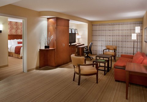 Courtyard By Marriott Calgary Airport Hotel - King Suite