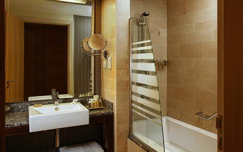 Amwaj Rotana - Bathroom Bathtub
