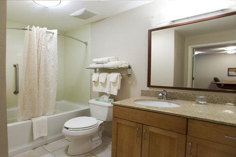 Candlewood Suites Hattiesburg Hotel - Guest Bathroom