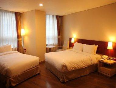 Ramada Hotel and Suites Seoul Central Pokoj