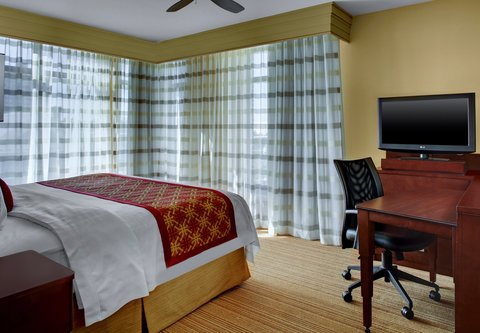 Courtyard Charleston Historic District - King Suite