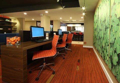 Courtyard Dayton North - Business Center