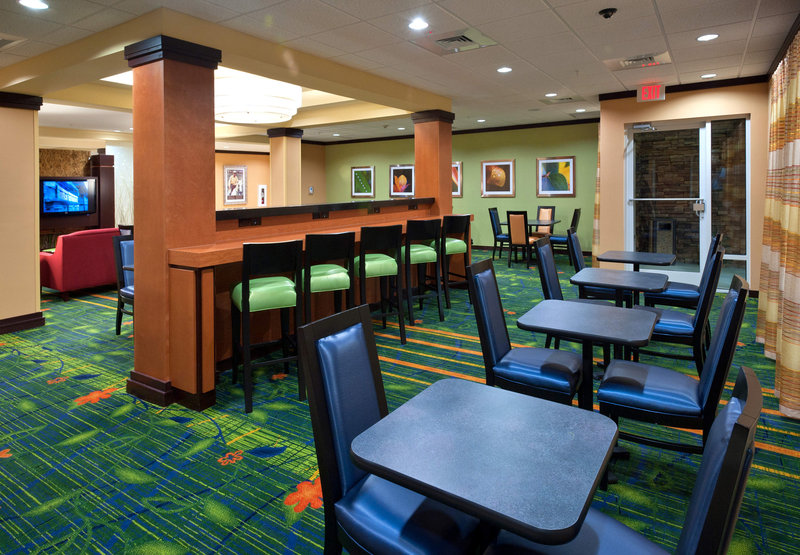 Fairfield Inn & Suites Tallahassee Central Gastronomia