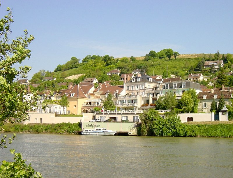 La Cote Saint Jacques and Spa Außenansicht