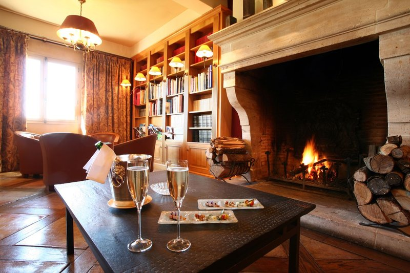 La Cote Saint Jacques and Spa Bar/Lounge