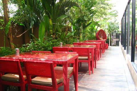 The Cottage Suvarnabhumi - Outdoor Terrace Amigos Restaurant
